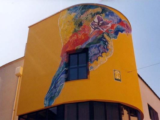 Reutte, Bank. Keilförmiges Putzmosaik, ca 21m². 1998.